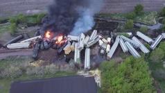 Descarrila en Iowa un tren con sustancias peligrosas
