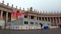 La plaza de San Pedro del Vaticano convertida en ambulatorio para los más necesitados