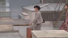 Una intrusa se cuela en el desfile de Chanel