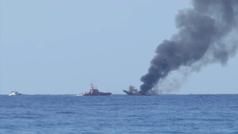 Salvamento Marítimo rescata a cuatro pescadores tras incendiarse un barco en El Campello (Alicante)
