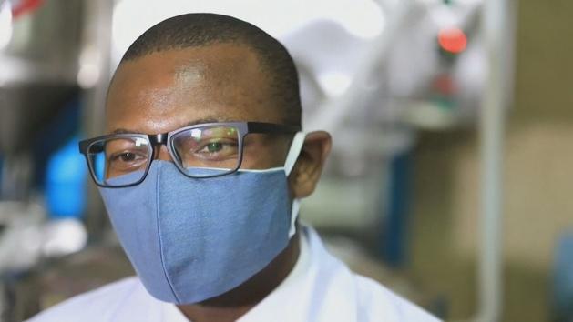 """Un médico de Kenia crea una """"nanomascarilla"""" que puede anular al coronavirus"""