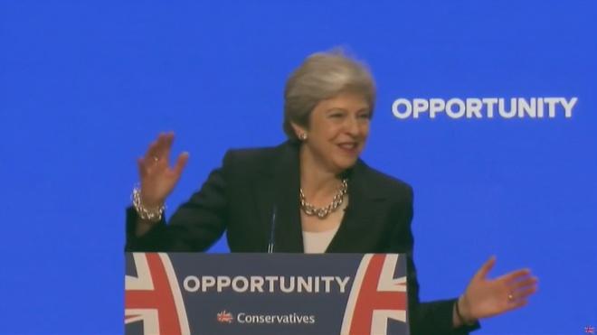 Duelo entre Johnson y May para seducir a los conservadores británicos