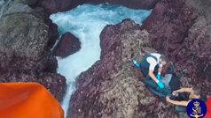 Espectacular rescate de tres percebeiros atrapados en el acantilado de A Coruña