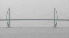 China abre al tráfico el puente sobre el mar más largo del mundo