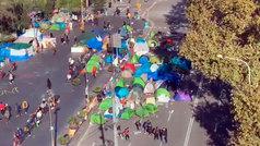 Colau se resiste a desalojar a los estudiantes de Plaza Universitat para desesperación de los vecinos