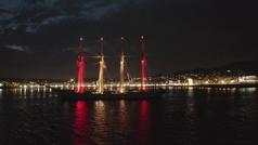 El 'Juan Sebastián Elcano' brilla en la noche de Sanxenxo