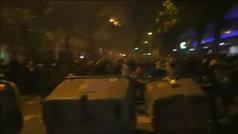 Barricadas de fuego en los alrededores de la Consellería de Interior