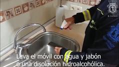 Coronavirus: Los bomberos de Madrid explican cómo evitar el contagio cuando volvemos a casa