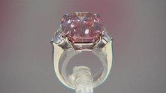 Subastan un diamante rosa de 19 quilates por 50 millones de dólares