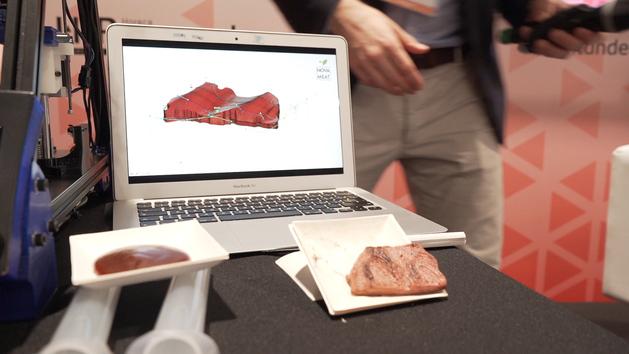 Robots que imprimen filetes o te llevan la comida a casa: así es la tecnología que revolucionará la hostelería