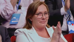 Ana Pastor rinde homenaje a la mujer de Rajoy durante el Congreso del PP