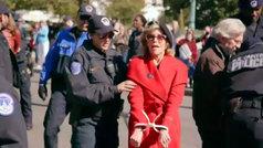 Jane Fonda agradece el BAFTA a toda su trayectoria cuando estaba siendo detenida