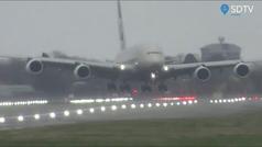 La borrasca Dennis convierte los aterrizajes en Heathrow en una odisea