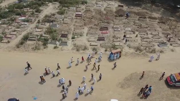 El Covid deja sin espacio los cementerios en India