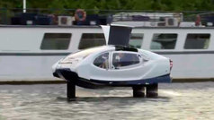 El taxi del futuro navega por el Sena
