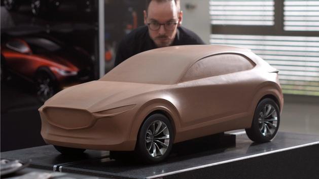 Así modelan en arcilla los coches en Mazda.
