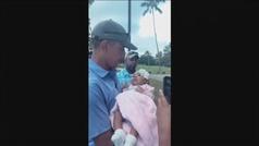 El enternecedor vídeo de Barack Obama con un bebé que se ha hecho viral