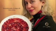 María de León viaja hasta el origen de Cinco Jotas, admirada por su éxito mundial