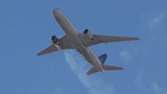 Explota en pleno vuelo el motor de un avión de United Airlines
