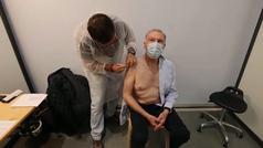 Alemania, Francia y Reino Unido administrarán la tercera dosis de la vacuna a personas vulnerables