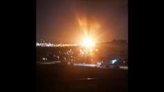 Una explosión provoca un gran incendio en un polígono petroquímico de Tarragona