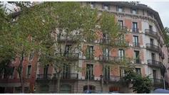 Ponen el himno de España desde un balcón mientras Torra hacía la ofrenda