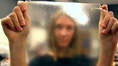 Una joven británica inventa un bioplástico a partir de restos de pescado
