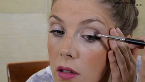 Maquillaje en burdeos - Beauty School