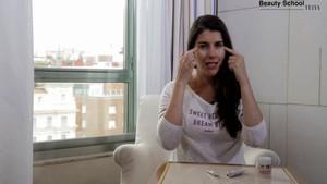 ¿Cómo reducir las bolsas de los ojos? - Beauty School