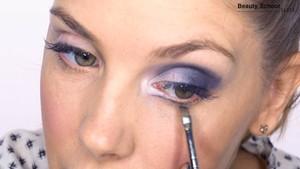 Ojos ahumados con eyeliner abierto - Beauty School