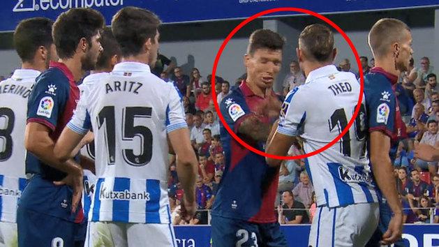 Theo Hernández, expulsado en Huesca por dar una bofetada a Musto
